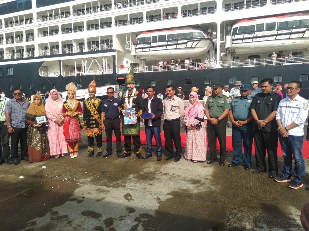 Kapal Pesiar MS Azamara Quest Singgahi Kota Sabang