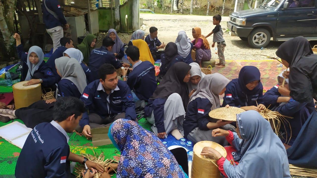 GenBI Aceh Kunjungi Usaha Perajin Eceng Gondok