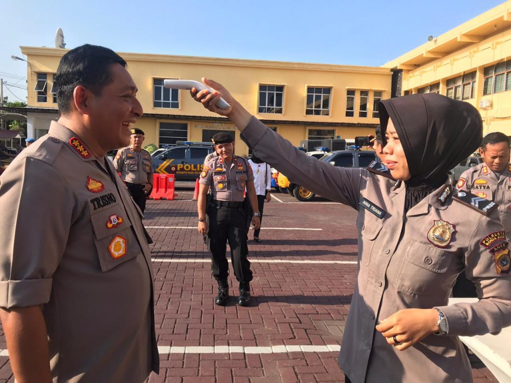 Kapolresta Banda Aceh dan Personel Gelar Cek Suhu Badan