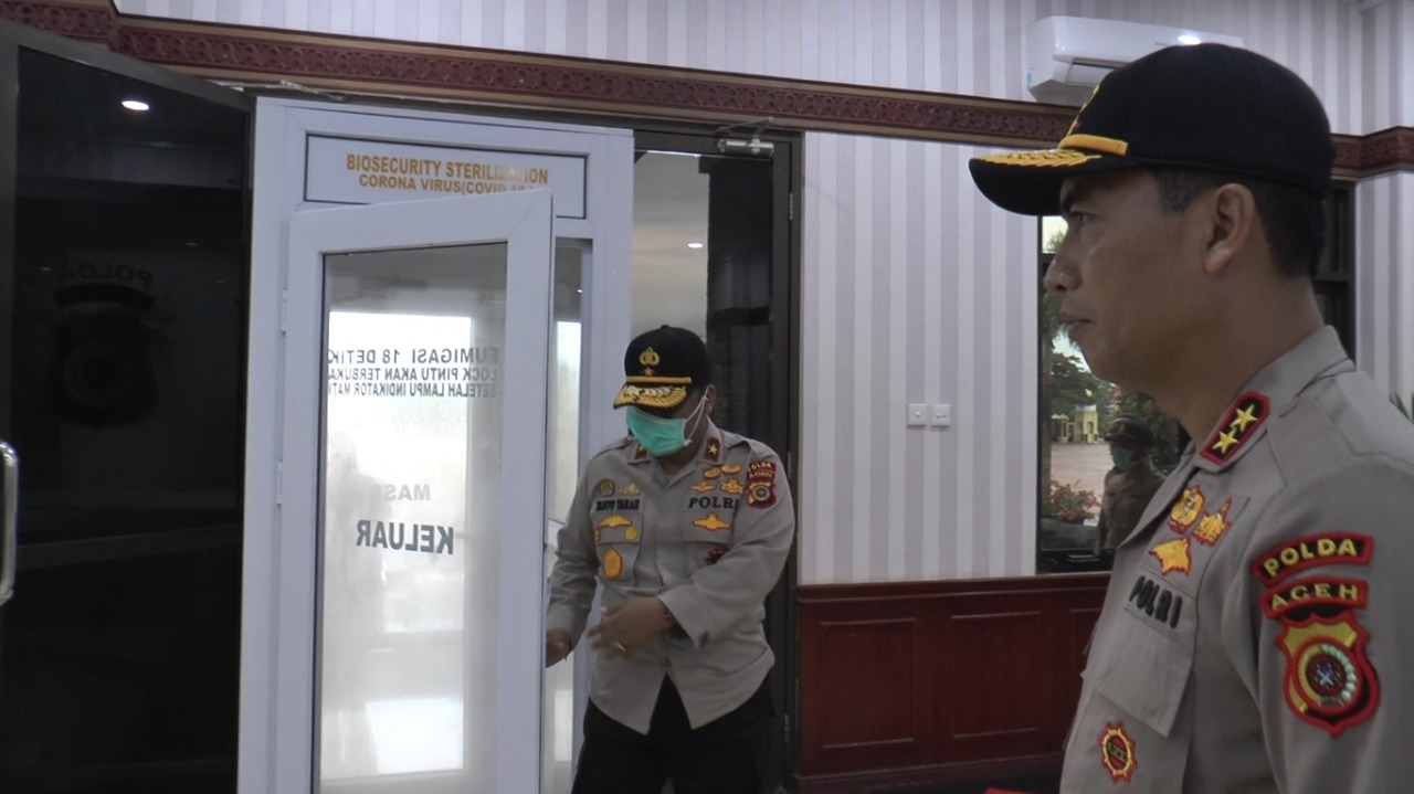 Polda Aceh Sediakan Pintu Biosecurity Sterilization Corona Virus Covid-19 di Pintu Lobi Mapolda