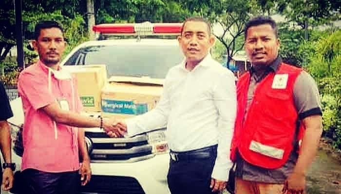 Ketua DPRA Serah Bantuan Medis Pada PMI Pidie Jaya