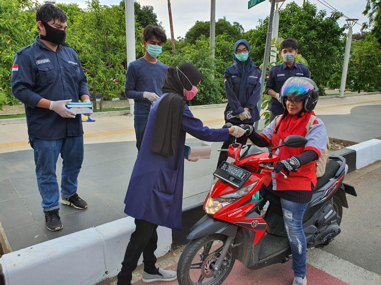 Gergana Bagikan Ratusan Masker Gratis Bagi Warga Kota Banda Aceh