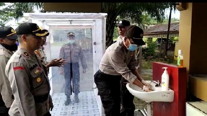 Cegah Corona, Polres Simeulue Laksanakan SOP Sebelum Masuk Kantor