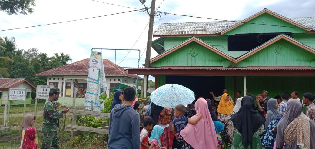 Dana Desa Tak Jelas, Warga Segel Kantor Desa