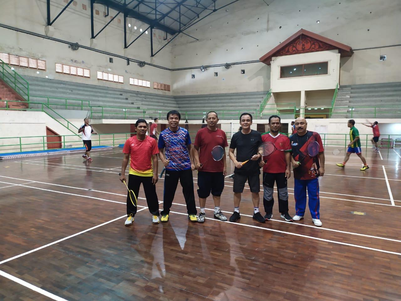 Brigjen Pol Drs.Raden Purwadi SH,  Hari ke 4 di Aceh, Berolahraga Badminton dengan Wartawan dan Tokoh Olahraga