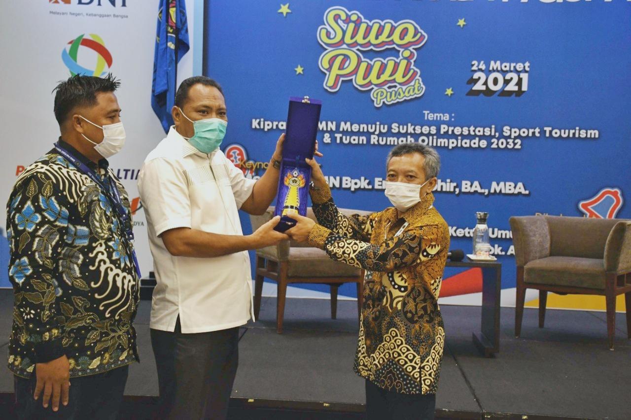 Sarung Tinju Emas (STE) ke-36 siap digelar di akhir Juli atau awal Agustus 2021. Maluku Utara menyatakan kesiapannya sebagai tuan rumah