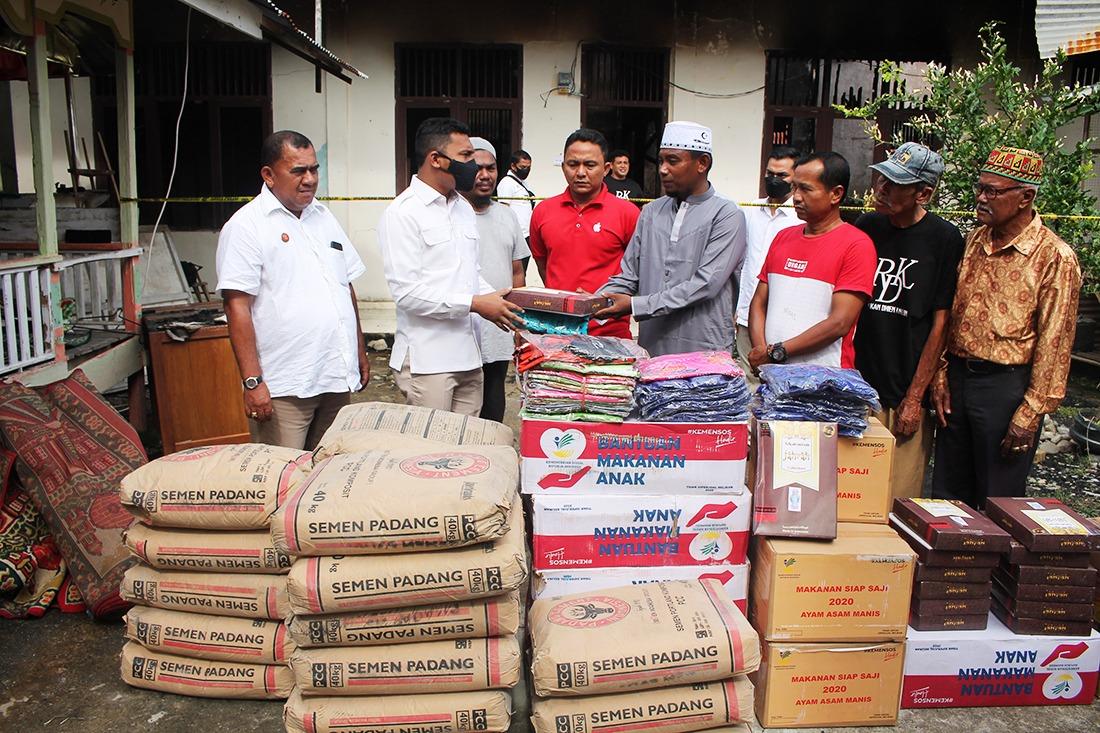 Wakil Ketua DPRA Serahkan Bantuan Tanggap Darurat Kebakaran TPA di Abdya